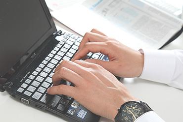 パソコンで落ち着いて作業したい時・・・無線&有線LAN対応の客室。